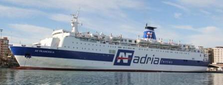 Traghetti adria ferries da bari ancona e trieste per durazzo for Cabine del fiume bandera